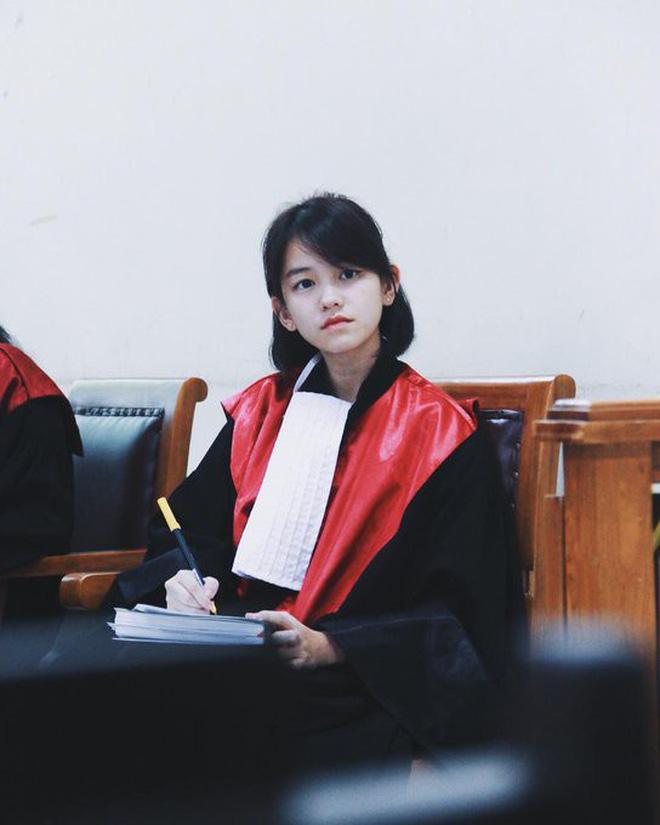 Ảnh 2: Nữ thẩm phán xinh đẹp - We25.vn
