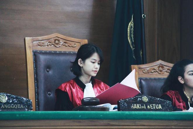 Ảnh 3: Nữ thẩm phán xinh đẹp - We25.vn