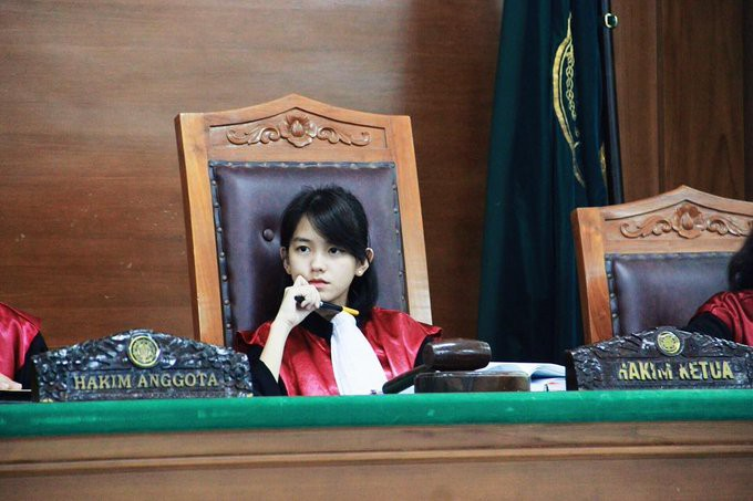 Ảnh 1: Nữ thẩm phán xinh đẹp - We25.vn