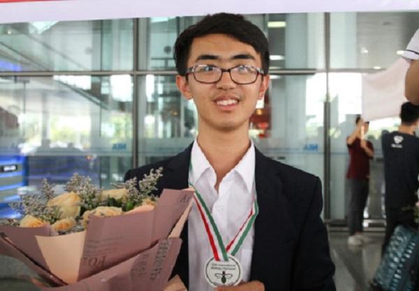 Nam sinh chuyên Lam Sơn xuất sắc lập cú đúp huy chương Olympic quốc tế, dự định trở thành bác sĩ đa khoa