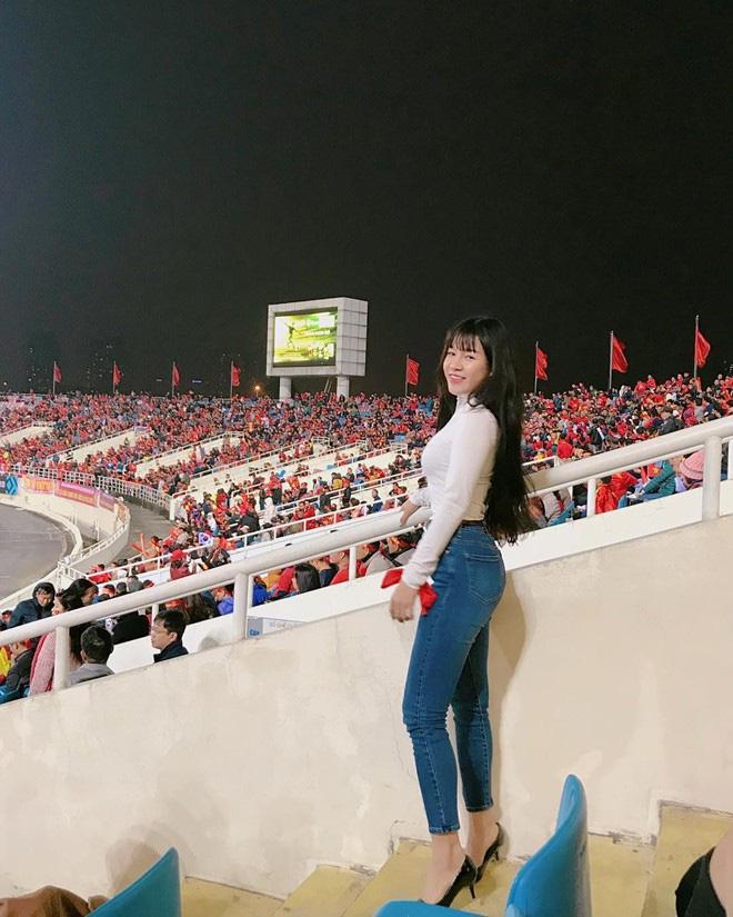 """Yêu Đặng Văn Lâm cao 1m88, bảo sao Yến Xuân đã cao """"chuẩn"""" Hoa hậu rồi mà vẫn cứ..sợ lùn"""