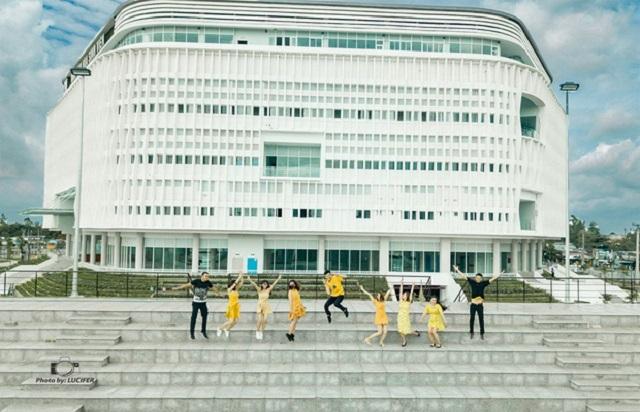 """Nhà văn hóa sinh viên - Địa điểm """"sống ảo"""" mới với kiến trúc ấn tượng của sinh viên ĐH Quốc gia TP HCM"""