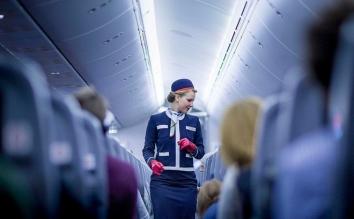 Nể phục cách ứng xử của tiếp viên hàng không Mỹ khi bị hành khách đe dọa