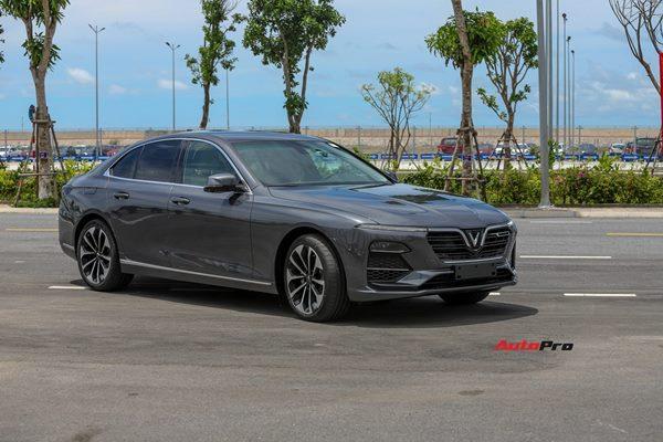 Vừa nhận xe, chủ nhân VinFast Lux A2.0 đã giao bán 860 triệu đồng, chấp nhận lỗ