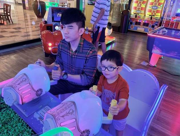 Đan Trường lần đầu than thở chuyện 'tuổi cao sức yếu' khi chơi với con trai