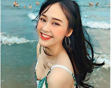 Á khôi sinh viên Việt Nam vừa xinh đẹp vừa học giỏi Văn với bảng thành tích đáng nể!