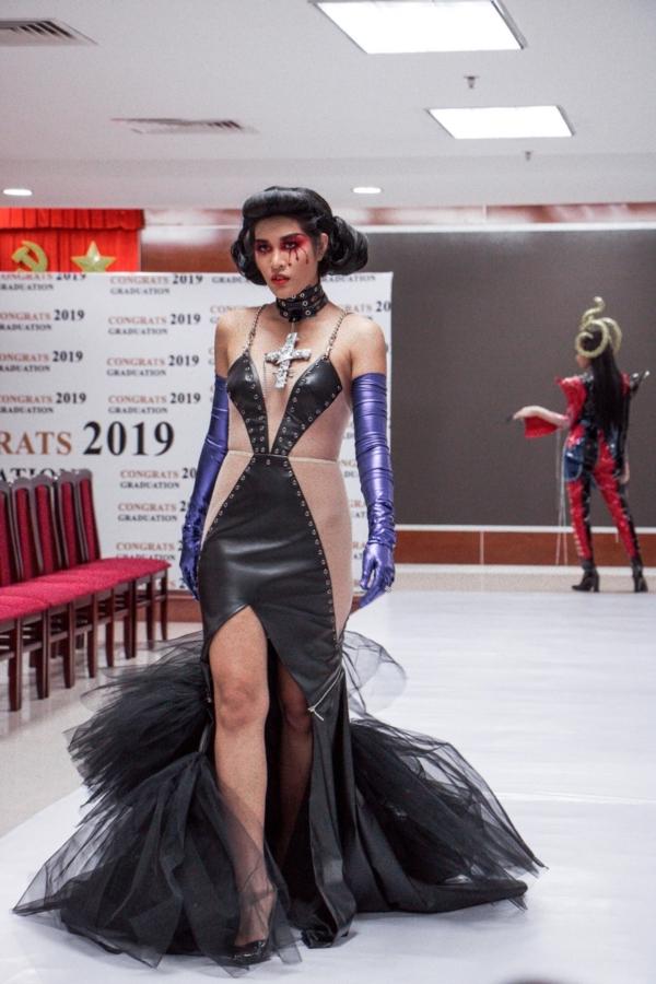 Ảnh 2: Sinh viên ngành Thiết kế thời trang - We25.vn