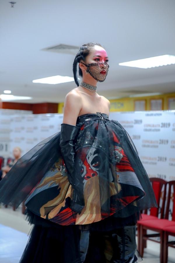 Ảnh 3: Sinh viên ngành Thiết kế thời trang - We25.vn
