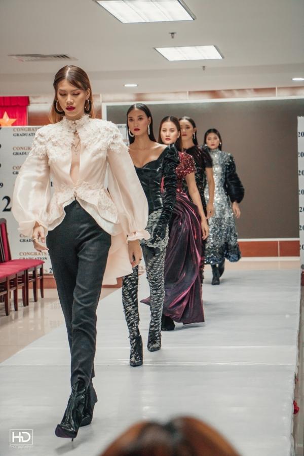 Ảnh 5: Sinh viên ngành Thiết kế thời trang - We25.vn