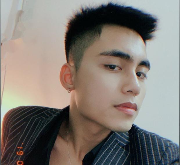 """Hiếm hoi mới diện vest, em trai Sơn Tùng """"gây sốt"""" vì quá hờ hững, góc nghiêng quá """"thần thánh"""""""