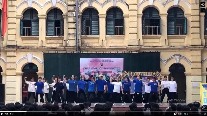 """Chỉ 4 ngày tập luyện, học sinh trường Việt Đức nhảy cover """"Để Mị nói cho mà nghe"""" hay đến kinh ngạc"""