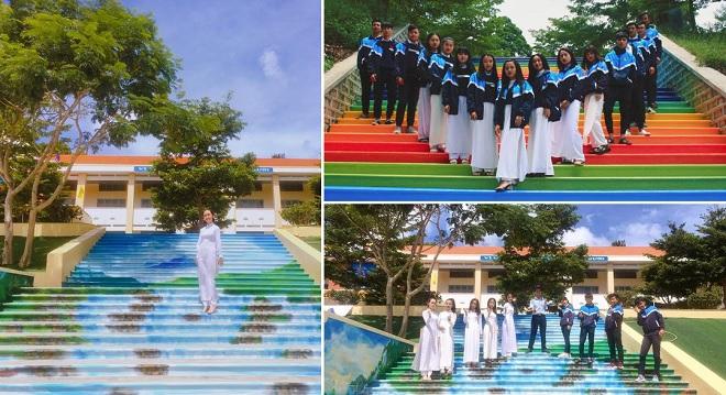 """Học sinh tha hồ """"sống ảo"""" trong ngôi trường cấp 3 có những bậc thang rực rỡ sắc màu"""