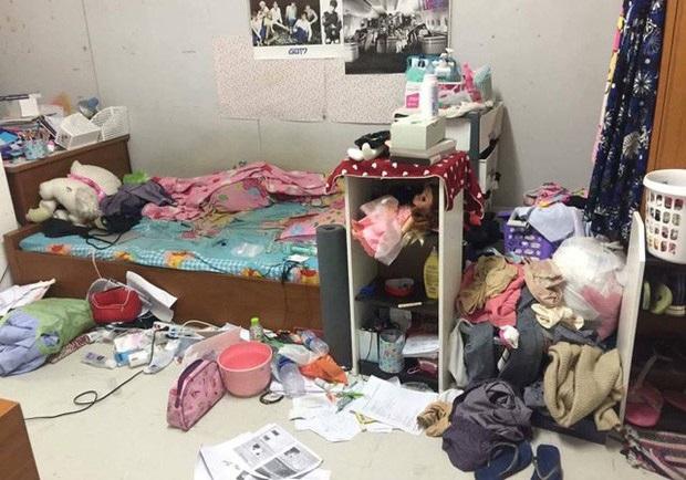 Nhìn tưởng bãi rác mini, ai ngờ là phòng trọ của nữ sinh trường Y