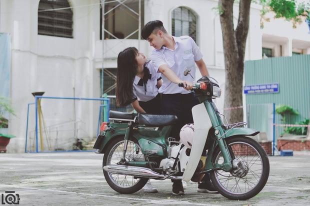 Chuyện tình học trò siêu lãng mạn: Mỗi sáng đều đặn chở bạn gái đi học dù nhà cách nhau hơn 10 km