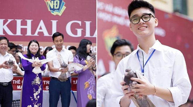 Thầy trò trường THPT Việt Đức nhận ngàn lời khen khi thay nghi thức thả bóng bay bằng thả chim bồ câu trong lễ khai giảng