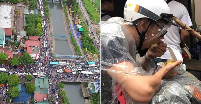 Tắc đường nghiêm trọng ở cầu Tó - Hà Nội, nhiều người ăn sáng giữa trời mưa