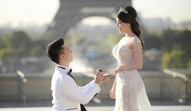 """Ngọt ngào khoảnh khắc nữ giảng viên """"gợi cảm nhất Việt Nam"""" được bạn trai cầu hôn tại Pháp: Đúng người, đúng thời điểm là cổ tích"""