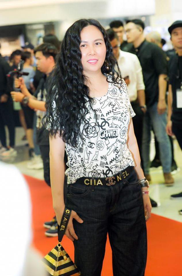 """Phượng Chanel tiếp tục gây tranh cãi với chiếc quần jean """"nửa nạc nửa mỡ"""", CĐM ngán ngẩm: đến chán!"""
