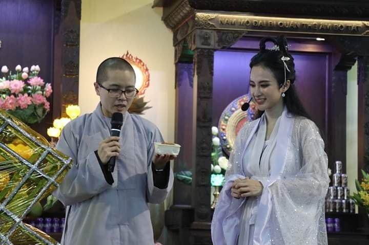 """Hóa thân thành chị Hằng diện đồ cổ trang xinh đẹp, Angela Phương Trinh bị soi vì chiếc mũi """"Đát Kỷ"""""""