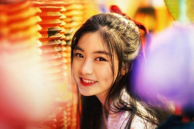 Trung thu vẫn một mình, Miss Teen Nam Phương hóa chị Hằng xinh đẹp dạo phố lung linh