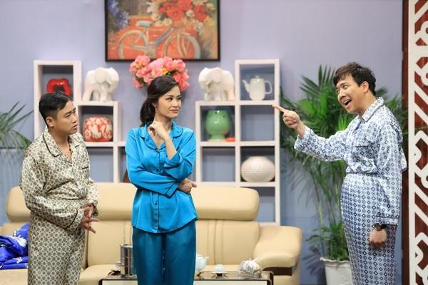 """Bị Trấn Thành tố """"ở bẩn"""" 1 bộ mặc 7 show trên sóng truyền hình, Đông Nhi được fans bênh: Chắc chị tiết kiệm làm đám cưới"""
