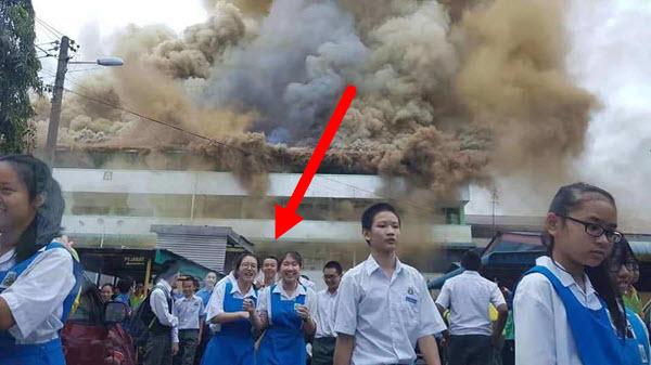 """Hoang tàn cảnh trường học cháy lớn, nhưng học sinh cười """"như được mùa"""" thì thật khó hiểu"""