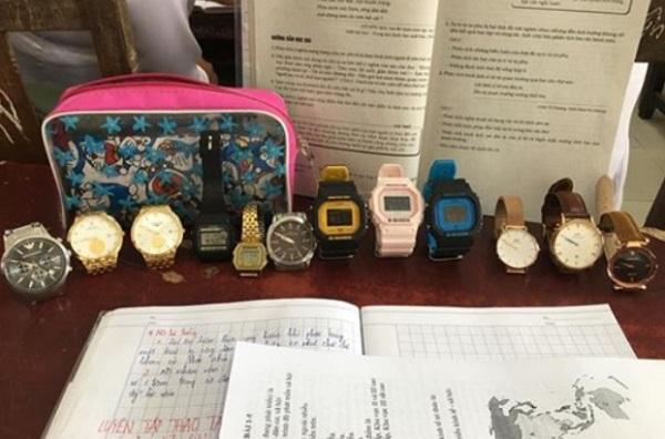"""Sưu tập """"một rổ"""" đồng hồ để đếm thời gian cho qua tiết Văn, cách chống buồn ngủ """"bá đạo"""" của học trò thời nay"""