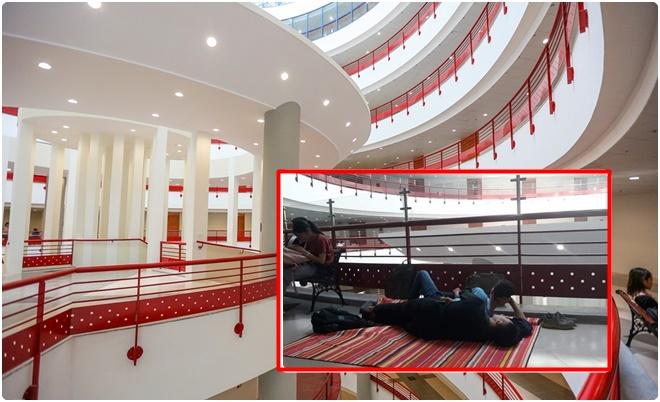 """Hình ảnh gây sốt của sinh viên NEU: Trải chiếu nghỉ trưa giữa """"Tòa nhà thế kỷ"""" đợi giờ học"""