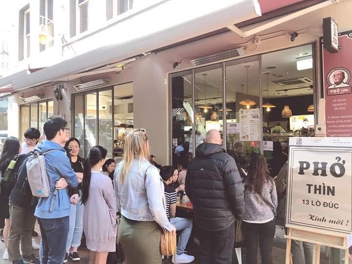 """Phở Thìn Lò Đúc mở bán tại Úc giá 300 nghìn đồng/bát: Người """"sồn sồn"""" chê đắt, người thấy vẫn quá bình dân"""