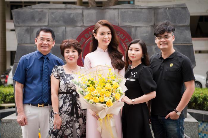 """""""Người đẹp truyền thông"""" tại Hoa hậu Việt Nam 2016 tốt nghiệp xuất sắc Đại học Ngoại thương"""