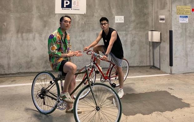 """Chung một khung hình, cặp đôi anh em """"nam thần"""" Sơn Tùng - Việt Hoàng lại khiến fan bối rối"""