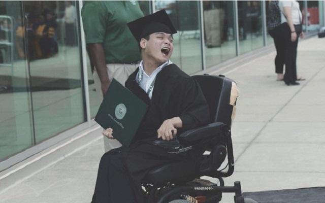 Du học sinh Việt bại não xuất sắc đạt 2 bằng đại học tại Mỹ: Không ai hoàn hảo nên chẳng cần buồn vì mình cũng thế