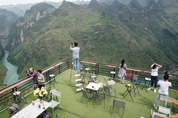 """Tận mặt chứng kiến sức hút của Mã Pì Lèng Panorama dù bị tẩy chay: """"Thiên nhiên là của chung"""""""
