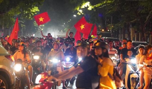 """Thắng """"sương sương"""" Malaysia, fan bóng đá Việt Nam vẫn có màn """"đi bão"""" hoành tráng"""