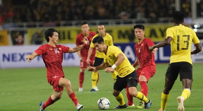 """Đá nửa trận với Malaysia nhận """"cơn mưa"""" lời khen cùng bao lo lắng về chấn thương, Tuấn Anh vỗ về fan: """"Mình ổn"""""""