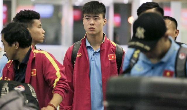 """Sau trận thắng Malaysia ít giờ, các tuyển thủ Việt Nam bay giữa đêm đi Indonesia chuẩn bị """"chiến"""" tiếp"""