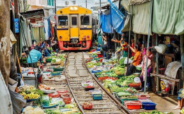 Muôn màu cuộc sống bên đường tàu ở khắp châu Á: Khu ổ chuột, chợ tạm và điểm tham quan du lịch