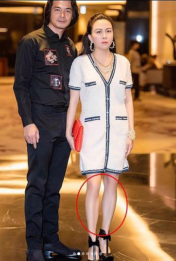 """Photoshop """"kéo chân"""" hài hước như Phượng Chanel: Chân dài tong teo, biến mất cả đầu gối củ lạc"""