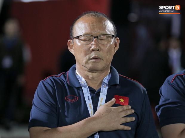 Thắng thuyết phục Indonesia nhưng thầy Park vẫn xin lỗi, Đỗ Hùng Dũng thì hụt quà cho con