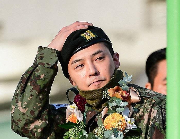 Loạt ảnh chứng minh quân đội là nơi vỗ béo sao nam tốt nhất trên đời, G-Dragon có vẻ cũng không ngoại lệ rồi!