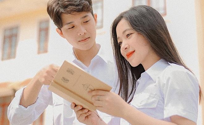 Bộ ảnh về mối tình đầu thời học sinh gây sốt, gợi nhớ thời thanh xuân trong trẻo của bao người