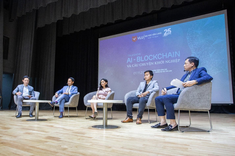 Gặp cùng lúc 4 thần tượng startup công nghệ, sinh viên ĐH Văn Lang được truyền cảm hứng mạnh mẽ