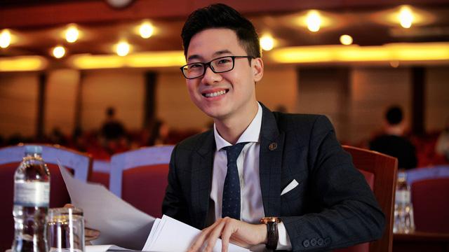 Hà Dĩ Thâm phiên bản Việt: Giảng viên ĐH Luật Hà Nội điển trai, đa tài khiến sinh viên muốn tiết học kéo dài mãi