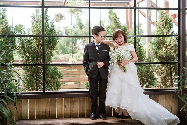 """Ghen tị với đám cưới của cặp đôi tí hon bị nhầm tưởng là """"con nít ranh"""" đang """"gây bão"""" trên mạng xã hội"""