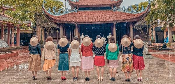 """Bắt trend """"đi đâu cũng được miễn là có nhau"""" ở ngôi chùa đẹp quên lối về ngay sát Hà Nội"""