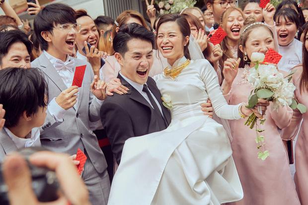 """Loạt ảnh hậu trường của Đông Nhi trước khi lên xe hoa đẹp đến """"nao lòng"""""""