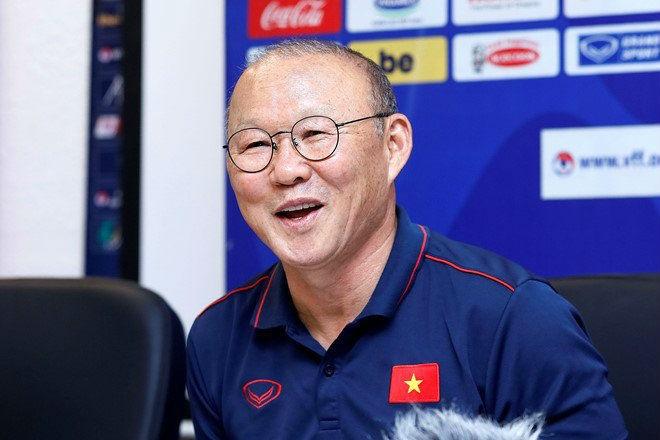 VFF tiết lộ Vingroup hỗ trợ trả lương cho HLV Park Hang-seo thay bầu Đức