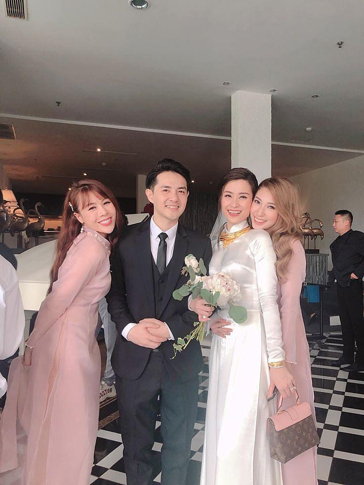"""Khổng Tú Quỳnh khóc nức nở khi gặp tình cũ 8 năm: """"Đám cưới ấy có em, có anh, nhưng chẳng có chúng ta"""""""
