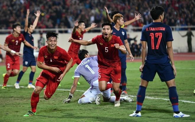 """Bị fan Việt tấn công, vị trọng tài """"bớt đẹp trai"""" trong trận Việt Nam - Thái Lan bất ngờ có động thái đáp trả"""