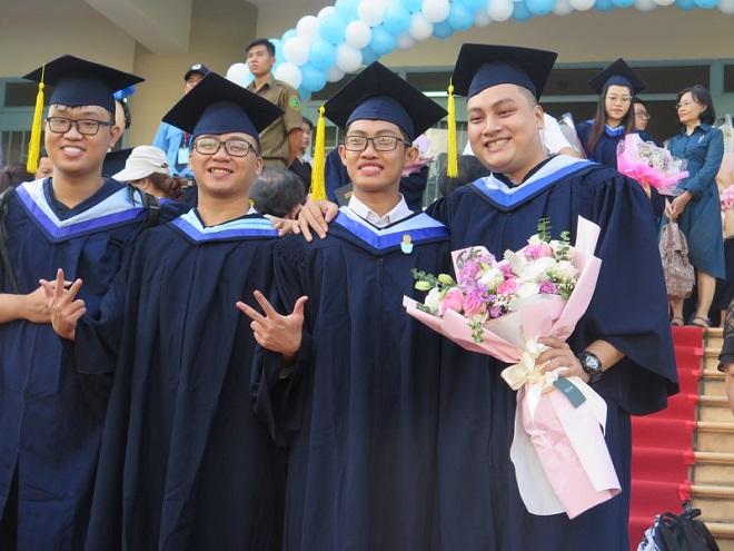 ĐH Quốc tế lần đầu tiên có sinh viên tốt nghiệp loại giỏi đồng thời 2 ngành
